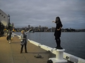 Lania and Rani trying to point at the Opera house... I thought the angle was amusing ;)